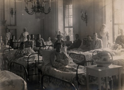 A ward at Normanby Hall Military Hospital, 1914. (c) North Lincolnshire Museum Service Image Archive.