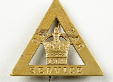 'On War Service' badge, showing that the wearer was involved in war work even though they might not be in uniform. (c) North Lincolnshire Museum Service.