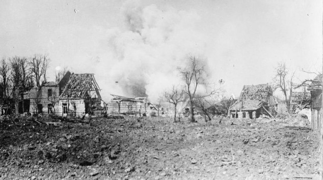 Oppy under shell fire during the Battle of Arras, May 1917. (c) IWM (Q 37358).